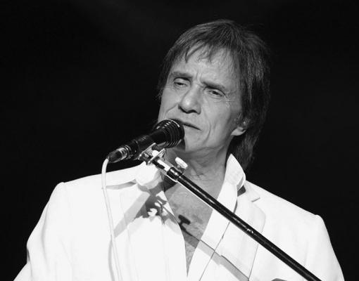 O cantor afastou rumores sobre um possível envolvimento com uma jovem
