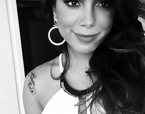 Anitta publica foto no Instagram e fãs suspeitam de preenchimento labial. Será?