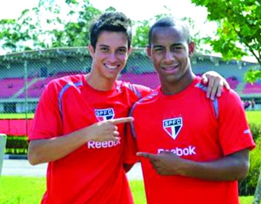 Mirray, à esquerda, é emprestado ao Nacional na Série A3.