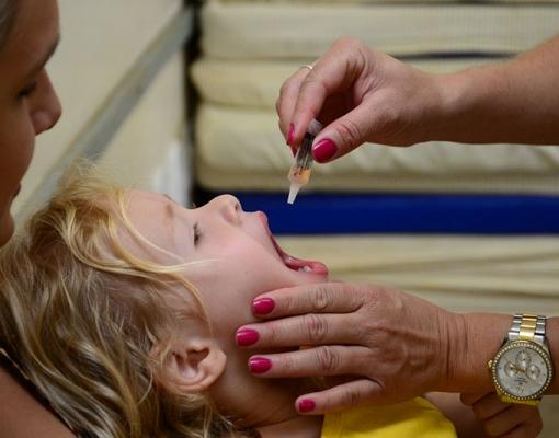 Campanha de vacinação contra a poliomielite segue até o próximo dia 09