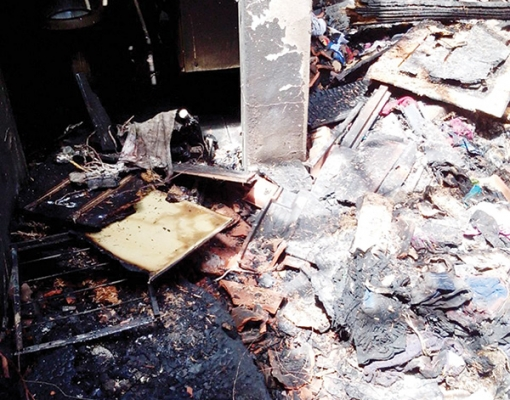 Após incêndio, casa ficou totalmente destruída no bairro Vila Áurea
