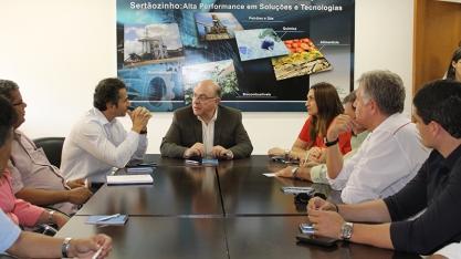 Secretário Arnaldo Jardim visita  Canoeste e  CEISEBr