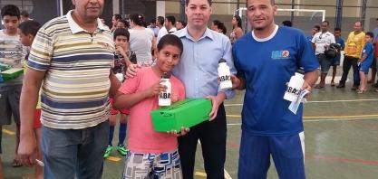 Vereador Niltinho participa da entrega de novos equipamentos esportivos para alunos da ABA