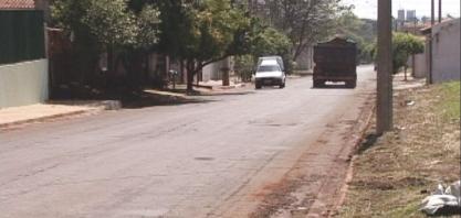 ALERTA - Rua de mão dupla deixa moradores preocupados com a alta velocidade imposta pelos motoristas