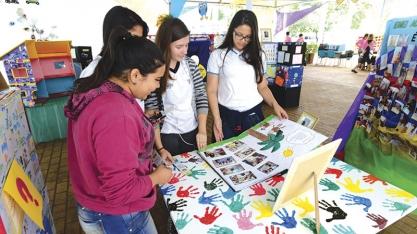 Abertura da 13ª Feira do Livro reúne grande público na Praça 21 Abril
