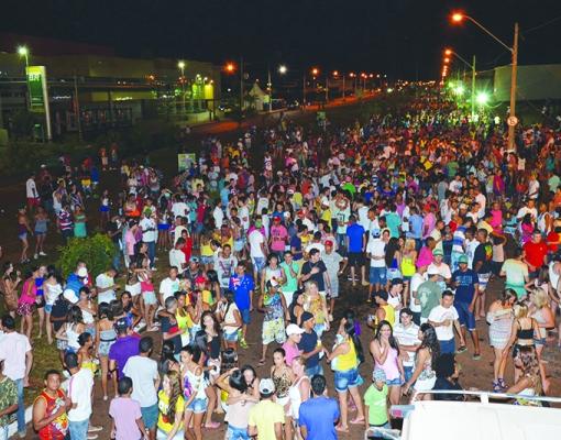 Com shows de bandas de estilos musicais variados, Carnaval 2015 deve reunir grande público, assim como no ano passado. Foto: Adilson Lopez