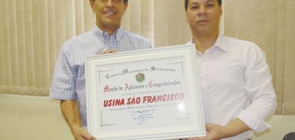 Vereador Niltinho entrega moções a empresários da cidade