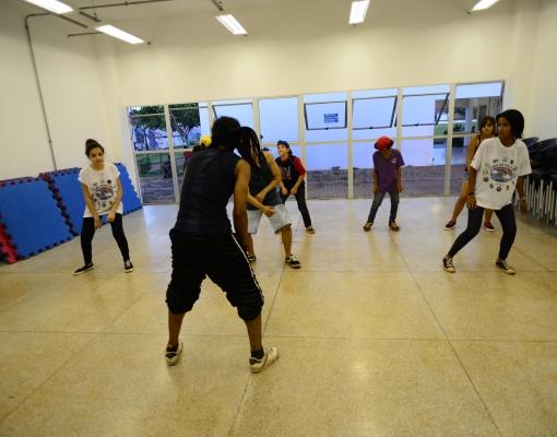 Aula de danças urbanas é uma das opções de atividades que serão oferecidas nos Polos Culturais de Sertãozinho e Cruz das Posses. Foto: Adilson Lopez