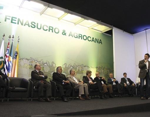 Presidente do CEISE Br, Antonio Eduardo Tonielo Filho, discursa entre as autoridades na abertura da Fenasucro & Agrocana 2015