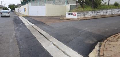 REDUTORES E SARJETÕES - Secretaria de Obras segue realizando benfeitorias no município