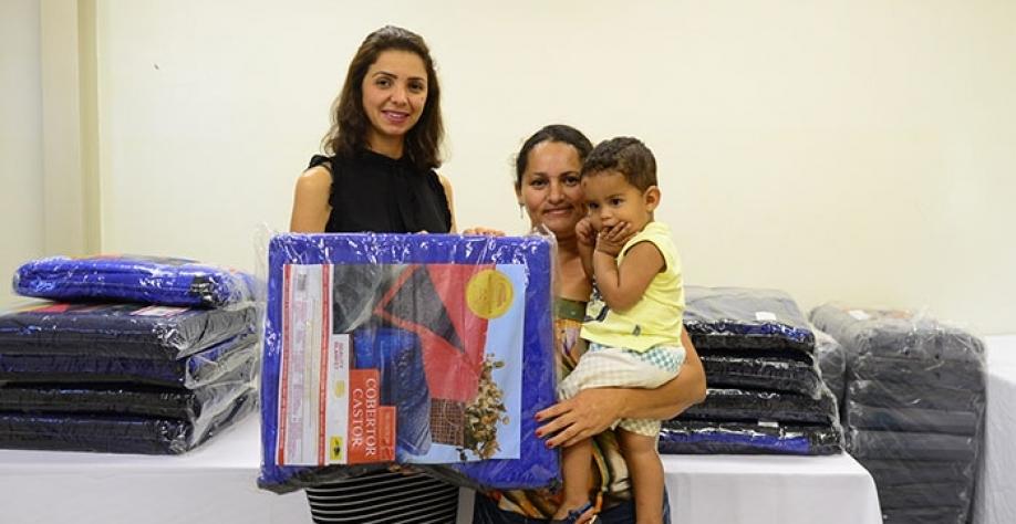 Mais de 1.600 cobertores são entregues pela Administração Municipal à população