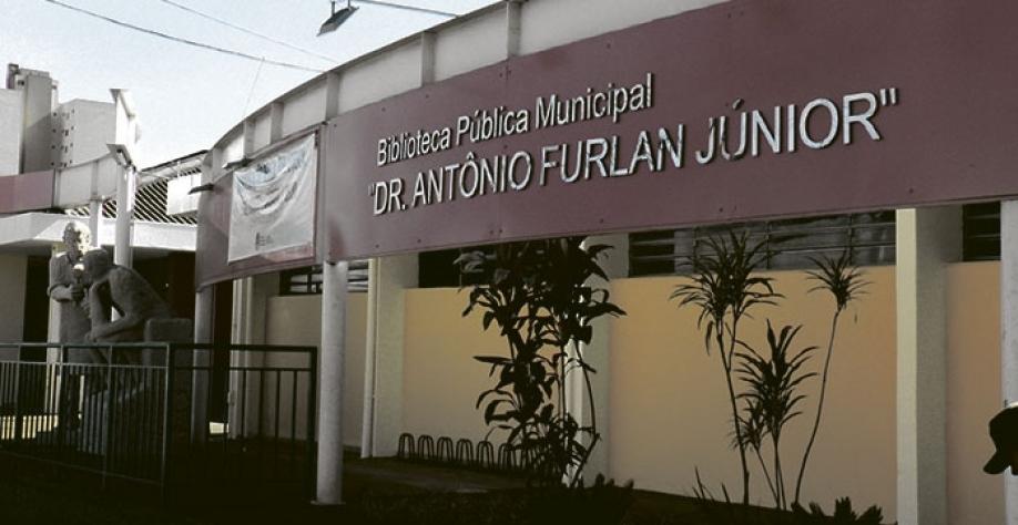 """Sede da Secretaria de Cultura e Turismo funciona anexa à Biblioteca Municipal """"Dr. Antônio Furlan Júnior"""", na Rua Sebastião Sampaio, 1.489, no centro da cidade"""