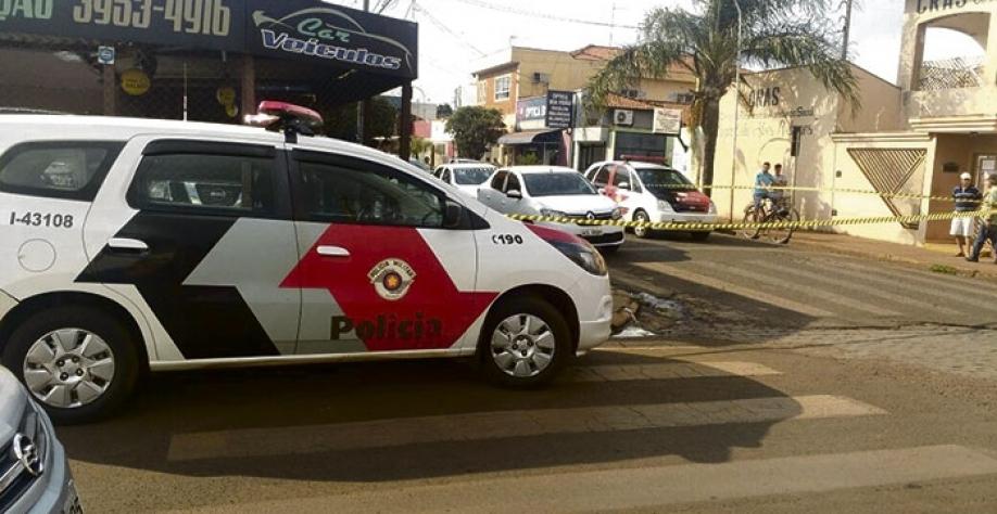 Polícia Militar isola local onde aconteceu o homicídio