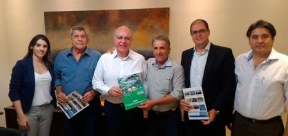 PARCERIA - Secretário da Agricultura, Arnaldo Jardim, reúne-se com a diretoria da COPACESP em prol da Cachaça do Brasil