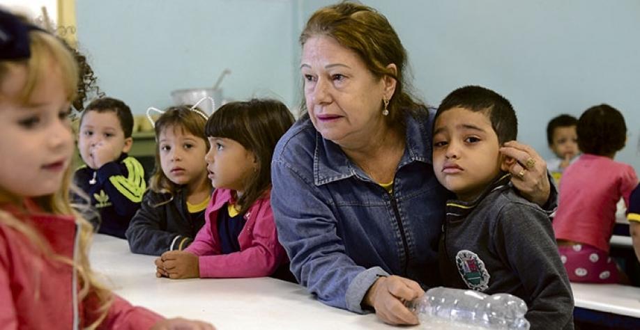 """Equipe pedagógica da EMEI """"Maury Gomes Martins"""" oferece todo apoio às crianças que estão chegando na escola pela primeira vez"""