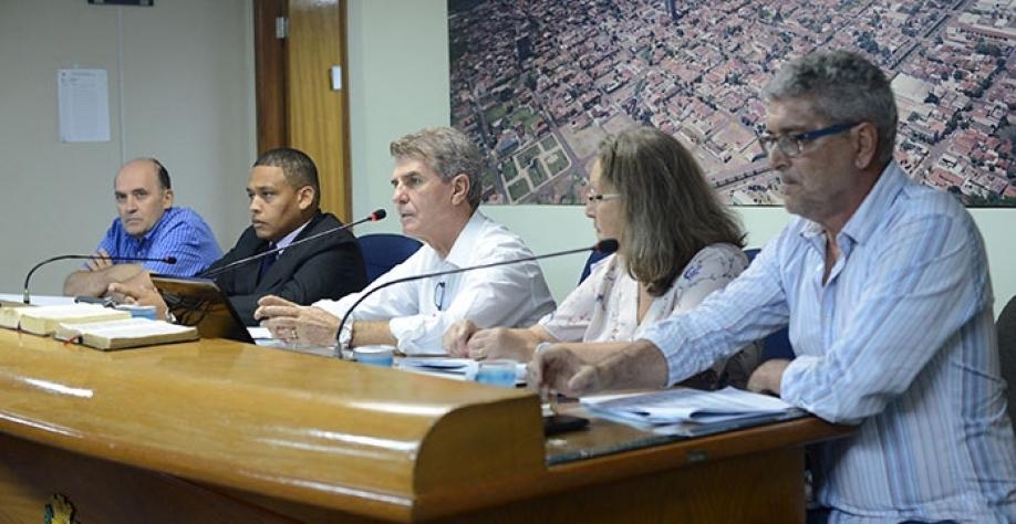 O prefeito Zezinho Gimenez demonstra o equilíbrio financeiro da Prefeitura Municipal, que encerrou 2017 com superávit financeiro