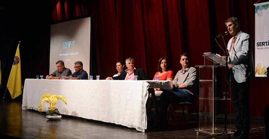 EDUCAÇÃO - Aula inaugural da Univesp reúne novos graduandos no Teatro Municipal de Sertãozinho