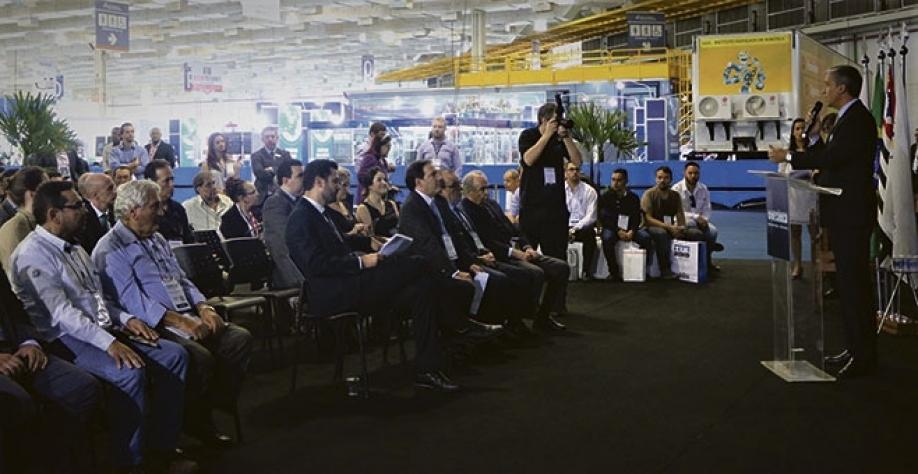 INTERCÂMBIO - Diretores do CEISE Br visitam feira Mecânica em São Paulo
