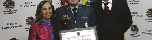 SERTANEZINO - Vereadora Neli Tonielo e vereador Dr. Wilsinho entregam título de cidadão sertanezino para o major da policia militar Marco Aurélio Loes Teles