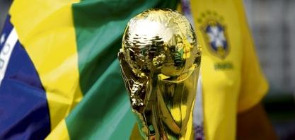 Brasil supera nervosismo e bate Costa Rica com gols no final