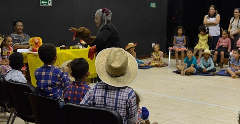 Contação de história agitou a criançada no CEU das Artes, na quinta-feira, dia 05