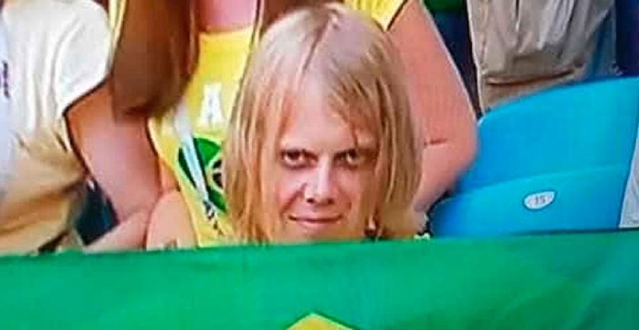 """'Torcedor misterioso' que virou """"meme"""" com bandeira do Brasil é russo, mora em Samara e trabalha em estação espacial"""