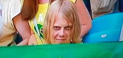"""'Torcedor misterioso' que virou """"meme"""" com bandeira do Brasil agradece mensagens e revela torcida: 'Espero que vocês vençam'"""