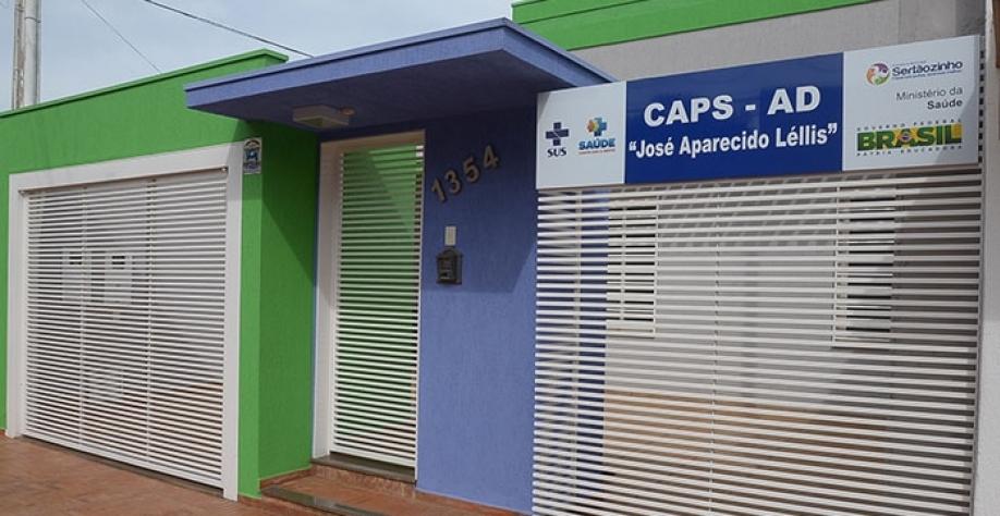 """O CAPS-AD é um serviço de saúde """"porta aberta"""", ou seja, o cidadão que deseja iniciar um acompanhamento não precisa de indicação médica; ele pode procurar a unidade por sua livre vontade"""