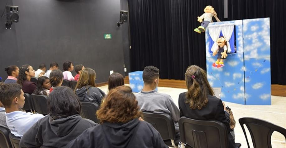 Registro da participação de crianças e adolescentes na 7ª Conferência Lúdica realizada na segunda-feira, dia 17
