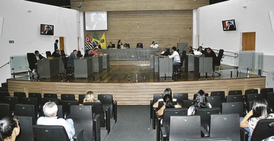 POLÍTICA - Câmara licencia vereador Samuel Sandrin e impede cassação