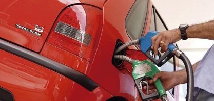 Gasolina cara e chuvas salvam indústria do etanol