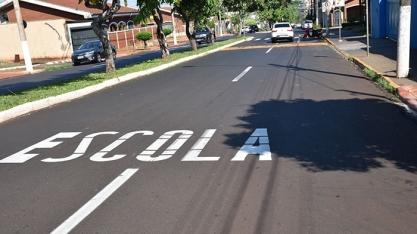 TRÂNSITO - Avenidas de Sertãozinho passam por trabalho de sinalização horizontal