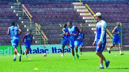 Sertãozinho ignora feriado e treina para duelo contra a Portuguesa Santista
