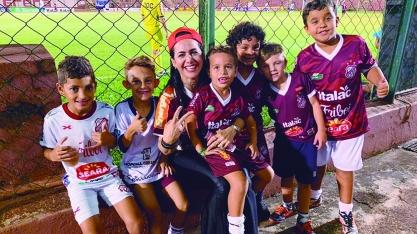 Dra Rita participa de jogo do Sertãozinho FC