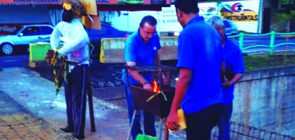 Moradores fazem churrasco comemorando aniversário de construção de ponte