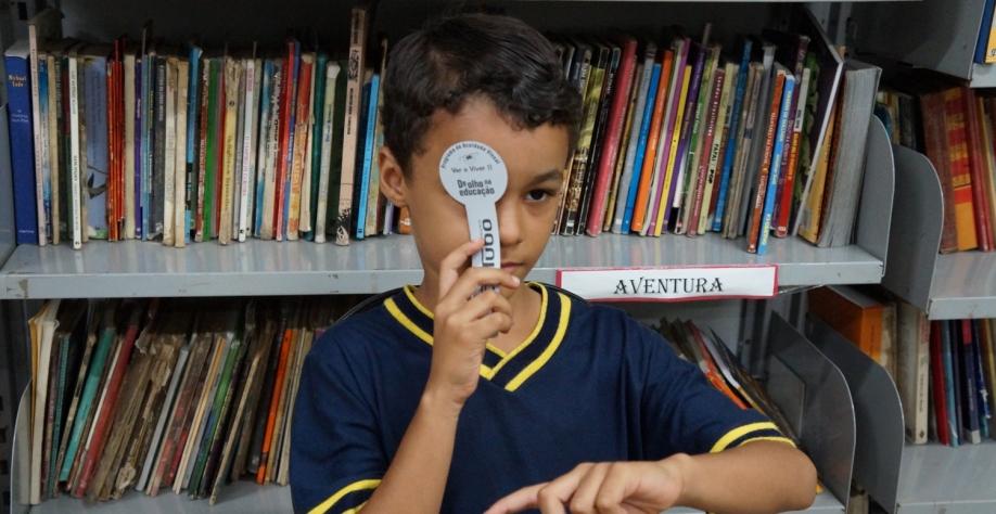 """Alunos da rede municipal de ensino passam por testes de acuidade visual do projeto """"Ver e Viver"""""""