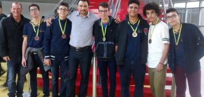 Alunos e professores da rede municipal são premiados em olimpíada de física