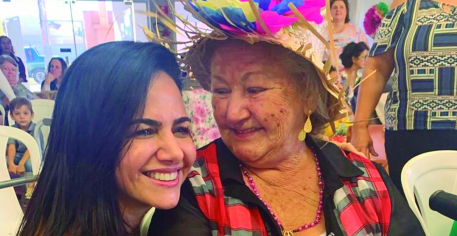 Dra Rita visita festa junina da melhor idade