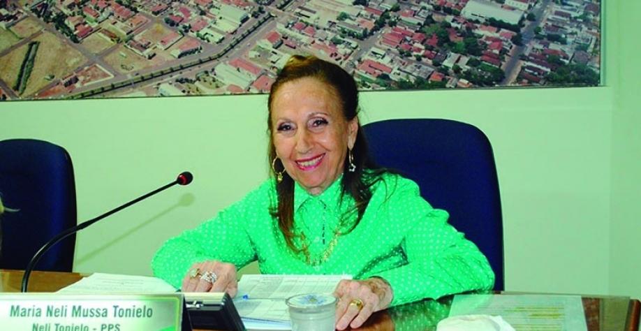 Vereadora Neli Tonielo volta às sessões e apresenta vários requerimentos