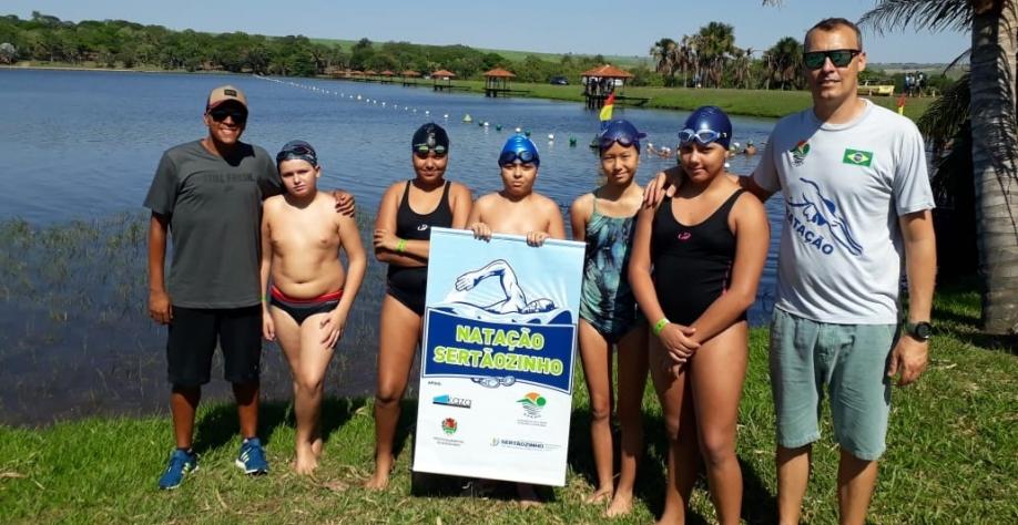 Equipe de natação de Sertãozinho é destaque em competições regionais