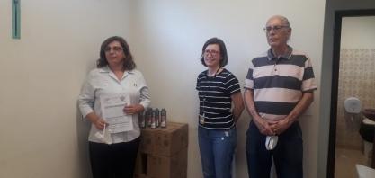Sesc Ribeirão entrega doação de álcool em gel para a Santa Casa de Sertãozinho