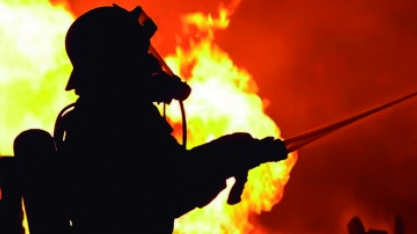 Fogo consome telhado de casa em Sertãozinho