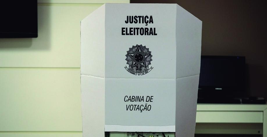 Eleitores vão às urnas amanhã domingo, dia 15