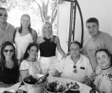 Sentadas: Mariana e Regina Salles Cunha Barros com Pedro e Rose Lopes Martins de Barros. Em pé: Gustavo Borges de Oliveira, Gabriela Barros, Eliana e Cesar Mari