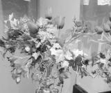 Tom vermelho: Floreira de prata do lavabo
