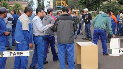 DEDINI - Trabalhadores não aceitam proposta e greve continua