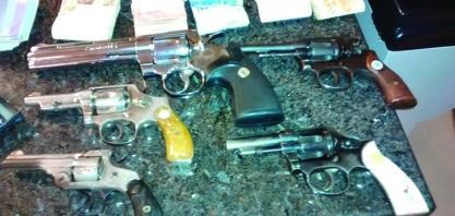 Homem é preso por contrabando de cigarros e porte ilegal de arma de fogo