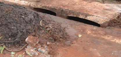 SAEMAS realiza trabalhos de limpeza de bueiros do município