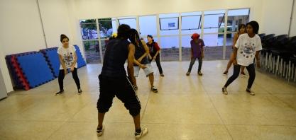 Departamento de Cultura e Turismo abre inscrições para aulas de teatro, balé, danças urbanas e rítmicas, e capoeira