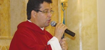 HOMENAGEM - Padre Ivonei completa 15 anos de sacerdócio